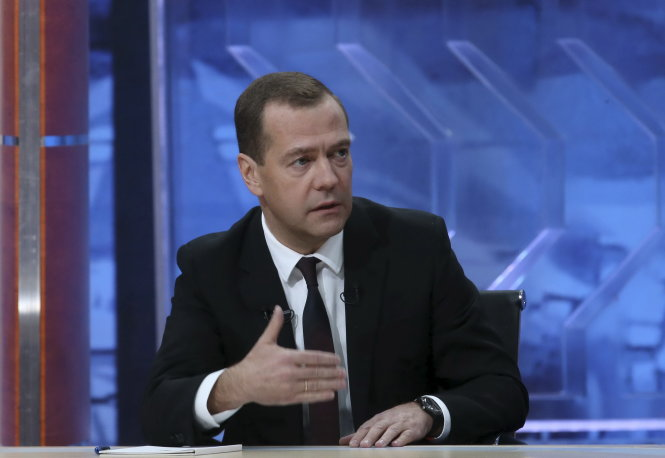"""Russian Prime Minister Dmitry Medvedev talks during an interview broadcast on state television in Moscow, Russia, December 9, 2015. Medvedev said on Wednesday he did not believe Kiev would repay a $3 billion debt to Russia because Ukrainian officials are """"crooks."""" REUTERS/Ekaterina Shtukina/Sputnik/Pool ATTENTION EDITORS - THIS IMAGE HAS BEEN SUPPLIED BY A THIRD PARTY. IT IS DISTRIBUTED, EXACTLY AS RECEIVED BY REUTERS, AS A SERVICE TO CLIENTS"""