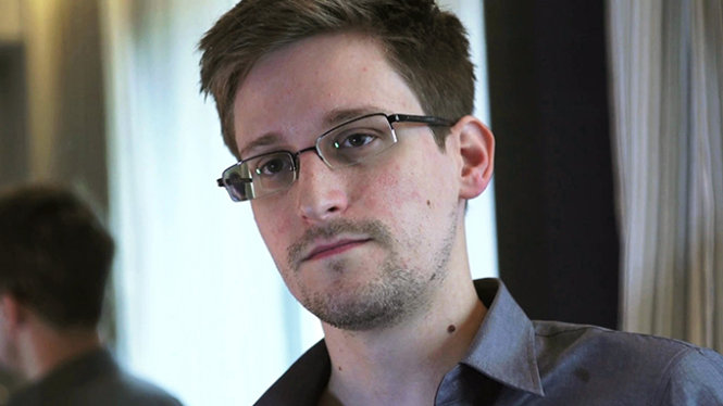 NSA whistleblower Edward Snowden is seen in this still image taken from video during an interview by The Guardian in a hotel room in Hong Kong, in this June 6, 2013 file picture. Former U.S. spy agency contractor Snowden has been awarded Sweden's Right Livelihood Honorary Award, often referred to as the 'Alternative Nobel Prize', for his work on press freedom, the award's foundation said on September 24, 2014. Snowden is wanted by the United States for leaking extensive secrets of its electronic surveillance programmes and lives in Russia where he has a three-year residence permit. To match story SWEDEN-SNOWDEN/AWARD Picture taken June 6, 2013. MANDATORY CREDIT. REUTERS/Glenn Greenwald/Laura Poitras/Courtesy of The Guardian/Handout via Reuters (CHINA - Tags: POLITICS MEDIA SOCIETY HEADSHOT) ATTENTION EDITORS - THIS IMAGE WAS PROVIDED BY A THIRD PARTY. FOR EDITORIAL USE ONLY. NOT FOR SALE FOR MARKETING OR ADVERTISING CAMPAIGNS. NO SALES. NO ARCHIVES. THIS PICTURE WAS PROCESSED BY REUTERS TO ENHANCE QUALITY. AN UNPROCESSED VERSION WILL BE PROVIDED SEPARATELY. NO THIRD PARTY SALES. NOT FOR USE BY REUTERS THIRD PARTY DISTRIBUTORS. MANDATORY CREDIT