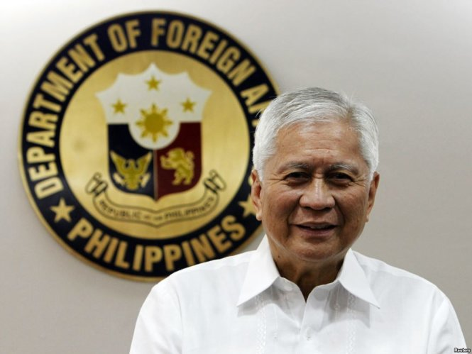 philippine-foreign-affairs-secretary-albert-del-rosario-reuters-1449299332