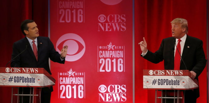 Republican U.S. presidential candidates Senator Ted Cruz (L) and businessman Donald Trump directly debate each other at the Republican U.S. presidential candidates debate sponsored by CBS News and the Republican National Committee in Greenville, South Carolina February 13, 2016. REUTERS/Jonathan Ernst (TPX IMAGES OF THE DAY)
