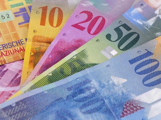 swiss-francs-income-1454279436