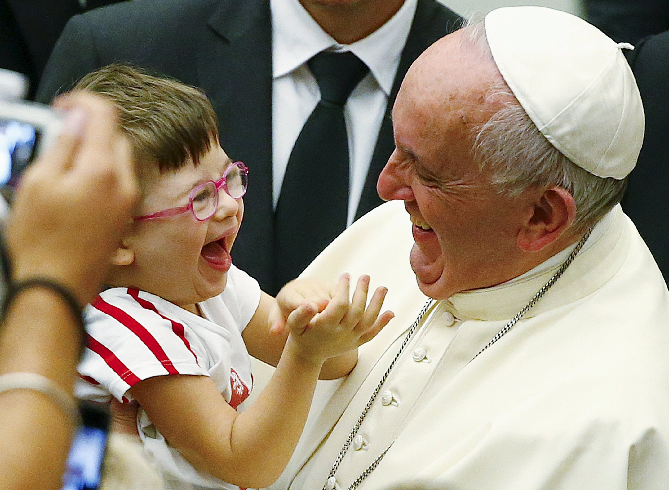 Pope Francis laughs with a baby during a special audience with parish cells for the evangelization in Paul VI hall at the Vatican September 5, 2015. REUTERS/Tony Gentile
