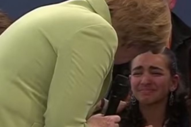the-moment-angela-merkel-comforts-reem-sahwil-thejournal-ie--1451030758