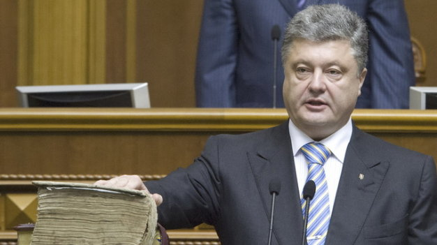 Ukraine's President-elect Petro Poroshenko, holding his hand on the Bible and the constitution, takes the oath of office during his inauguration ceremony in the parliament hall in Kiev June 7, 2014. Poroshenko took the oath on Saturday as Ukraine's president, buoyed by Western support but facing an immediate crisis in relations with Russia as a separatist uprising seethes in the east of his country. REUTERS/Anastasia Sirotkina/Pool (UKRAINE - Tags: POLITICS)